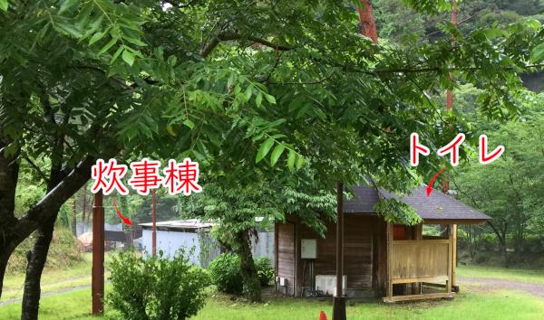 森林公園丹生ヤマセミの郷 キャンプ場の炊事棟とトイレ